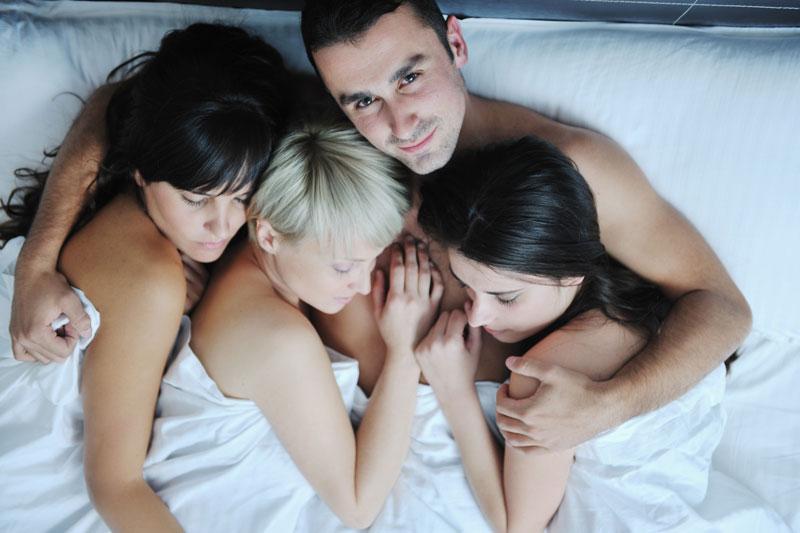 Женой секс первый раз групповой весьма
